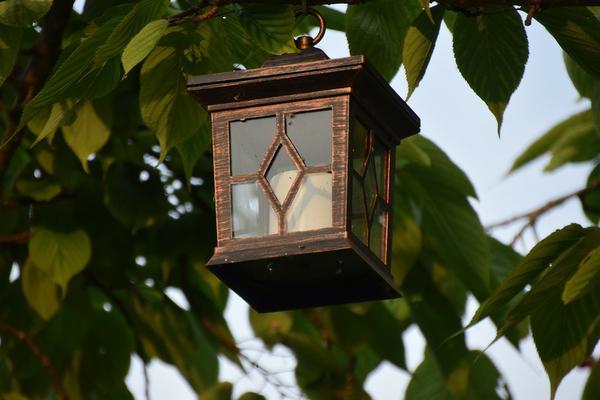 klasyczny lampion drewniany