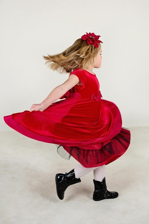 kolorowe sukienki dla dziewczynek na wesele